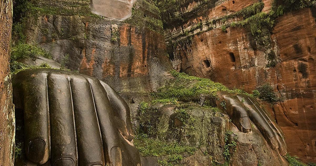 Иллюстрация на тему Самый большой Будда в мире: огромная статуя в Лэшане, Китай