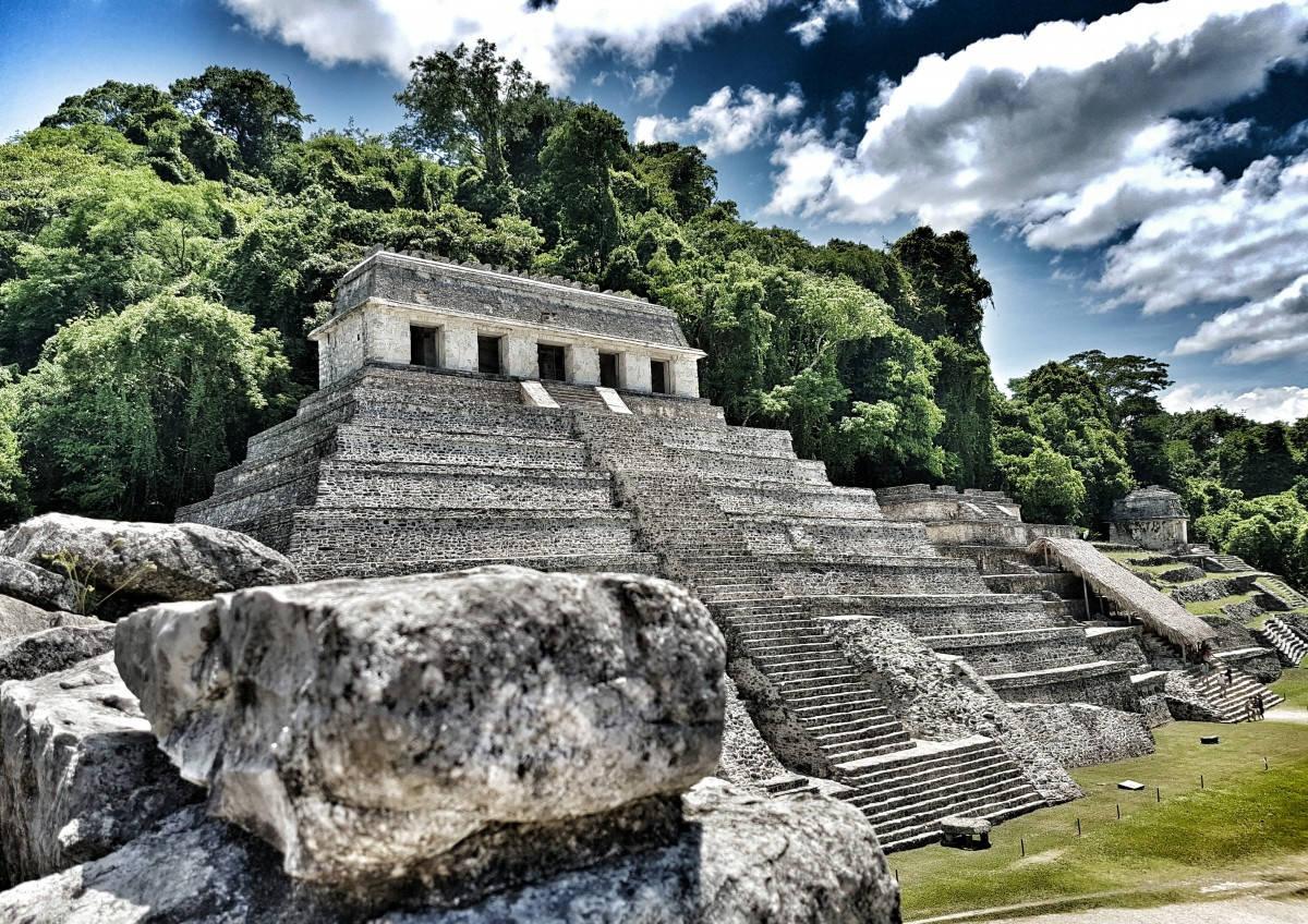 Иллюстрация на тему Древние пирамиды майя: загадочные символы Мексики, факты и легенды