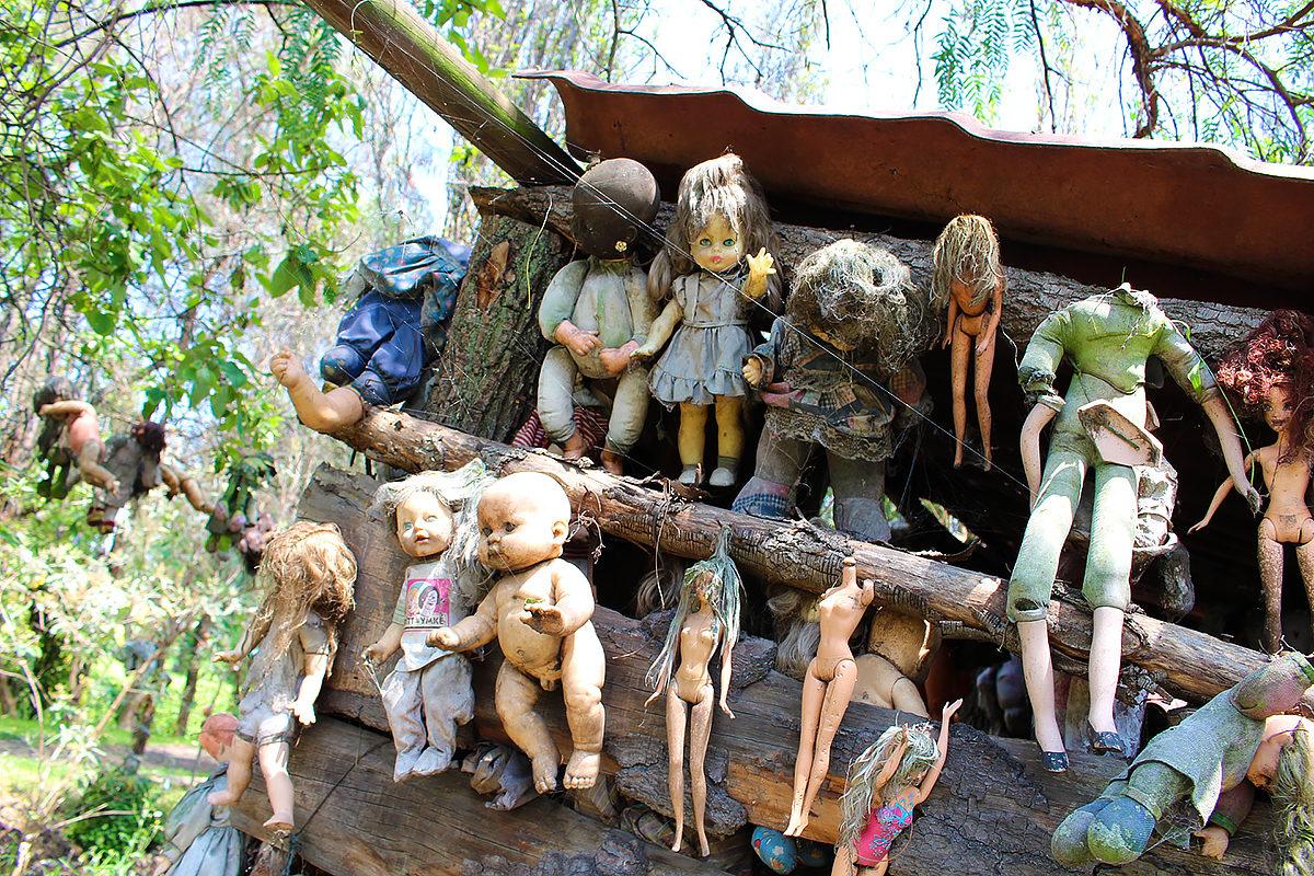 Иллюстрация на тему Жуткий остров кукол, Мексика: факты, мифы и легенды