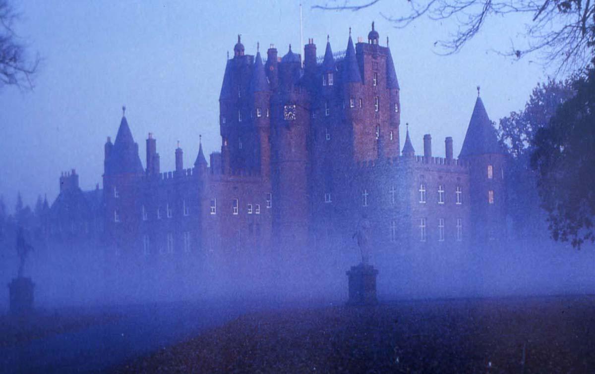 Иллюстрация на тему История и мистические тайны замка Глэмис в Шотландии